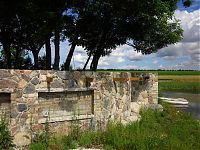 Küla Villa müüritised järve kaldal